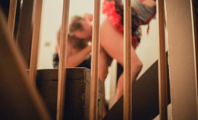 Tener sexo en las escaleras